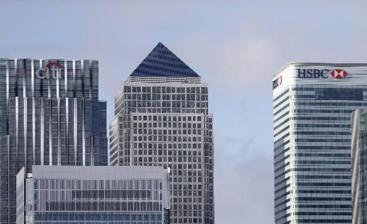 Imagen del distrito financiero Canary Wharf de Londres en que se aprecian edificios de algunos de los bancos multados hoy.