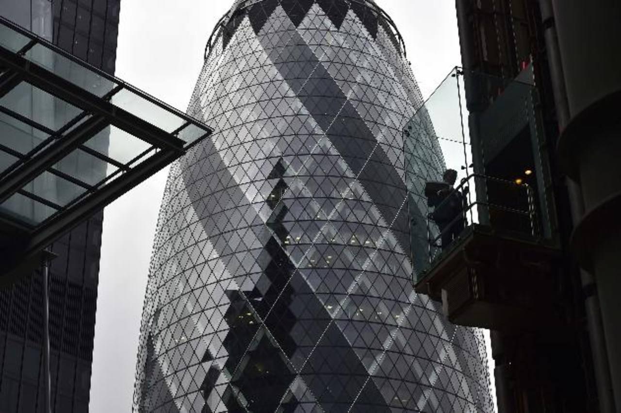 La Torre Gherkin fue comprada en 2006 a la aseguradora Swiss Re por $950 millones. Ahora, es el banco brasileño Safra, el que la adquiere. La cantidad no ha sido revelada.