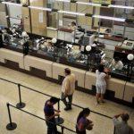 Los empleados del Banco Nacional de Costa Rica conviven con dos sistemas salariales: el único, que excluye otras remuneraciones, y el básico, con pagos adicionales. foto