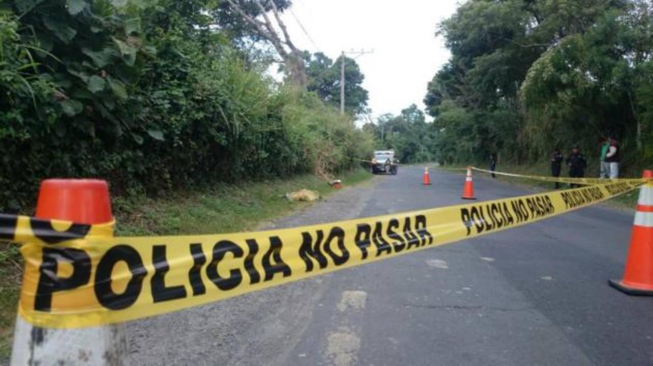 Entre los homicidios reportados el martes se reportó un cadáver embolsado en calle hacia Tonacatepeque.