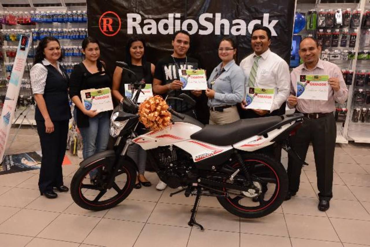 En total fueron nueve felices ganadores que se llevaron las motocicletas. Foto edh/ Cortesía
