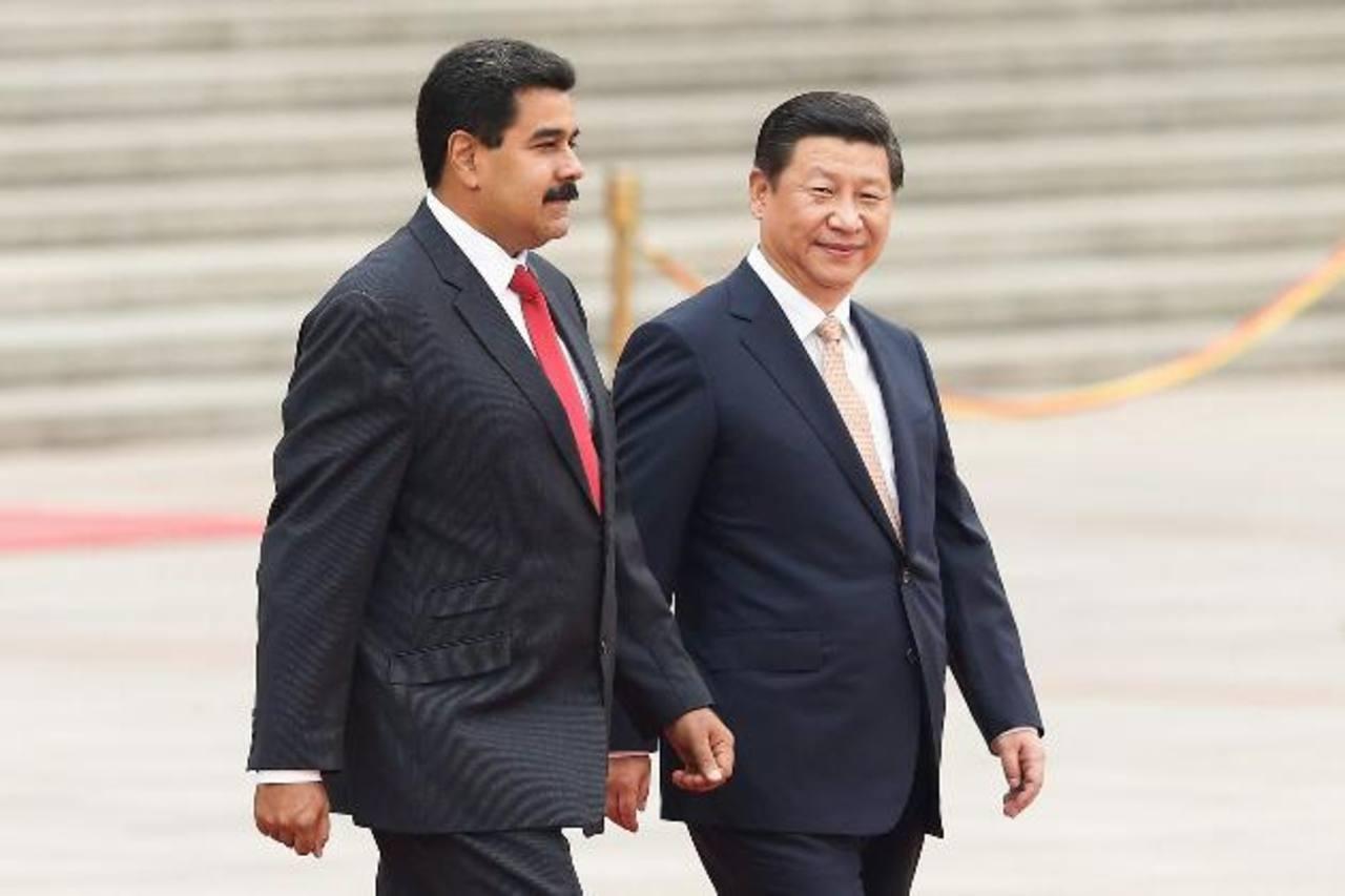 El país caribeño ya no pagará con petróleo a China. En la foto los mandatarios Nicolás Maduro y Xi Jinping FOTO EDH / archivo