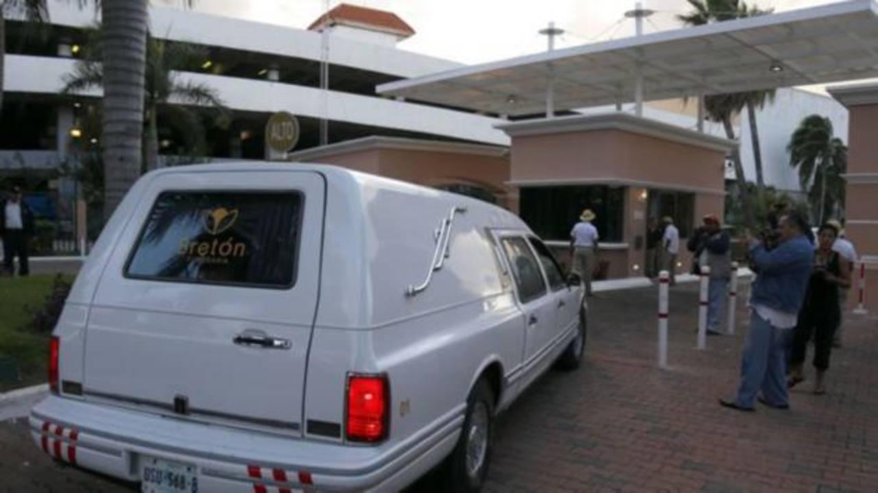 Trasladan cuerpo de Chespirito a Ciudad México