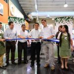 Carlos Calleja reinauguró ayer la sucursal El Paseo, un de las tiendas que han sido remodeladas este año. foto edh /Jorge Reyes