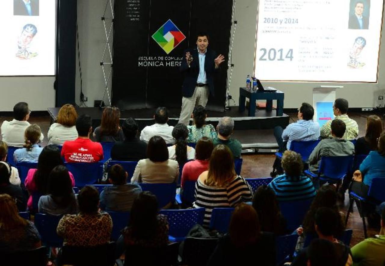 Padres de familia y alumnos de primer año de la escuela fueron convocados para esta clase magistral. Foto EDH / MAURICIO CáCERES.