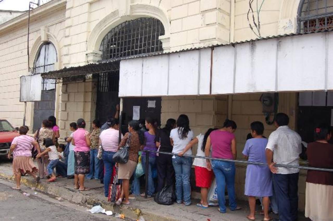 Desde este mes, los familiares de los reos de los penales de Quezaltepeque, Sonsonate y Ciudad Barrios deben afiliarse en los sistemas informáticos que ha establecido la DGCP. Foto EDH/Archivo
