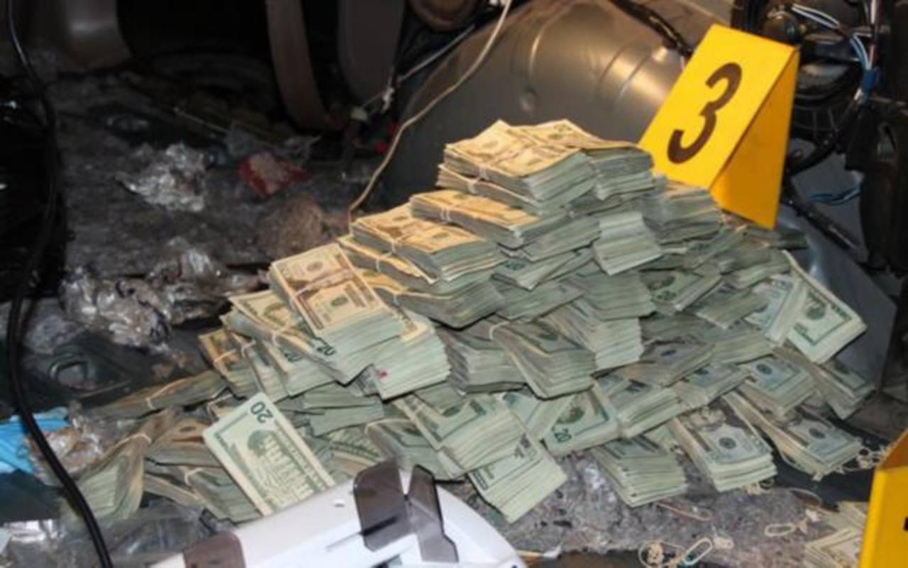 Detienen a tres hombres con 1.8 millones de dólares en la Ciudad de Guatemala
