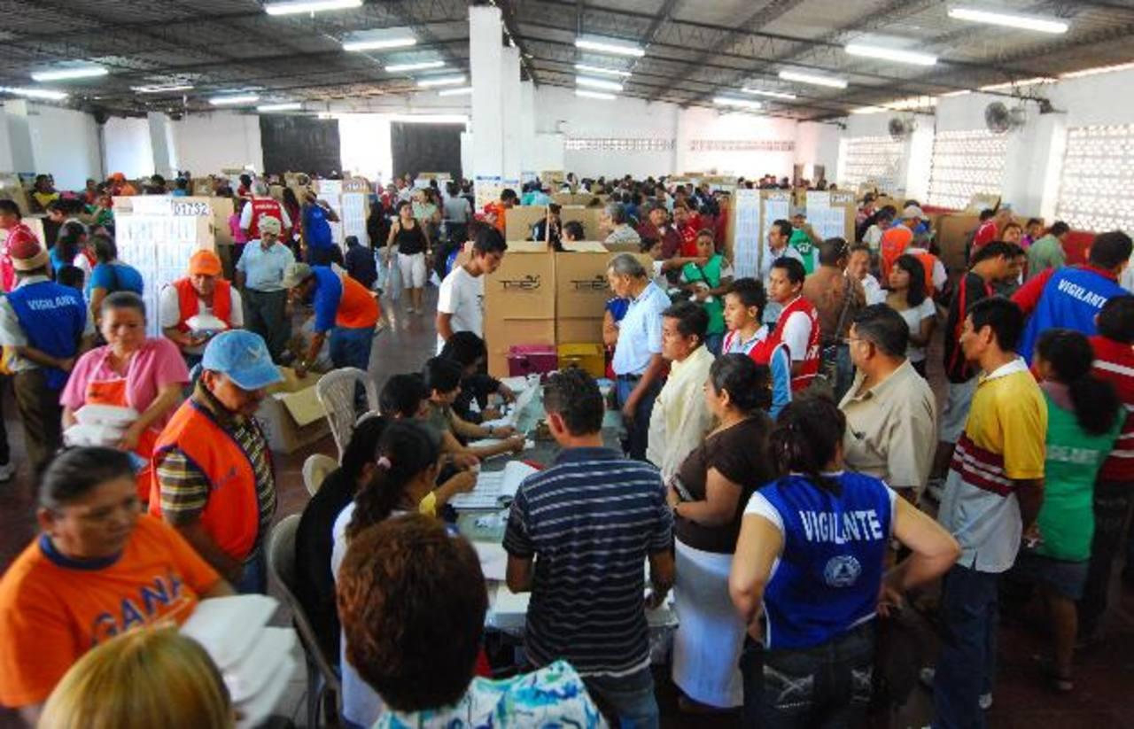 Jackeline Rivera, del FMLN, no descartó ayer que de aplicarse ese mecanismo los resultados electorales podrían tardar más de lo previsto. Foto EDH / archivo