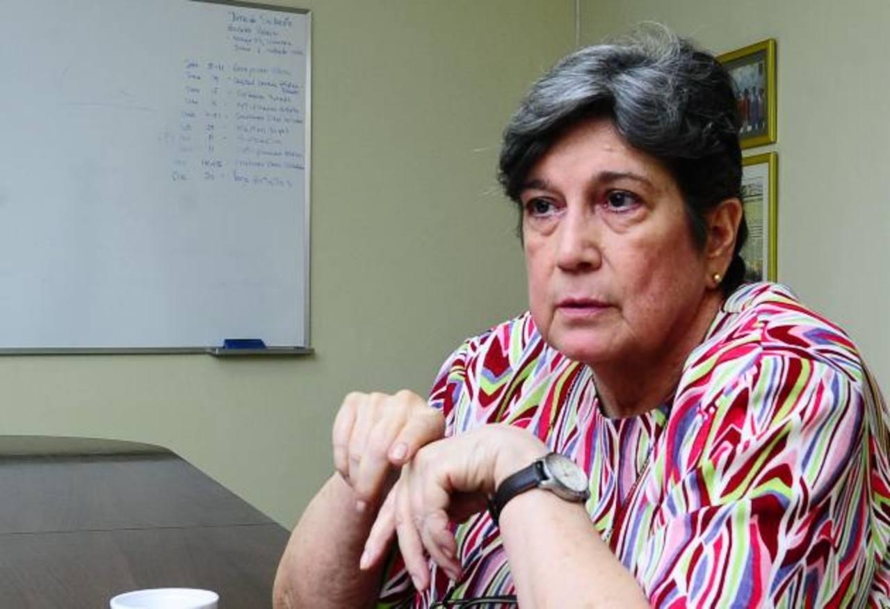 """Cinco charlas magistrales quedan para finalizar el curso """"La política como teatro"""" de la Dra. Katherine Miller Foto EDH / ARCHIVO"""