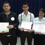 Los tres ganadores del concurso promovido por la Universidad. foto EDH / Cortesía