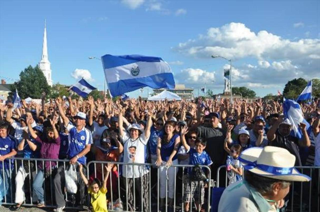 Activistas salvadoreños a la expectativa por anuncio de alivio migratorio