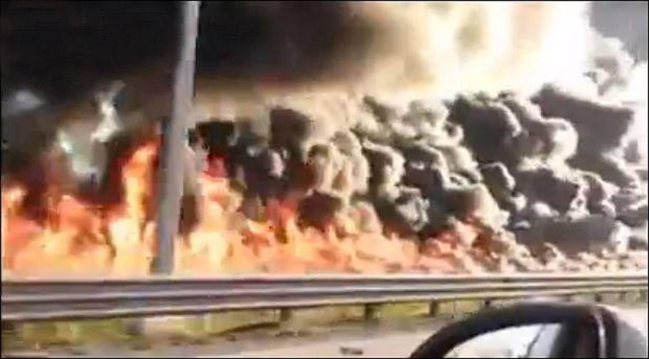 Video: Hombre en México conduce pipa prendida en llamas