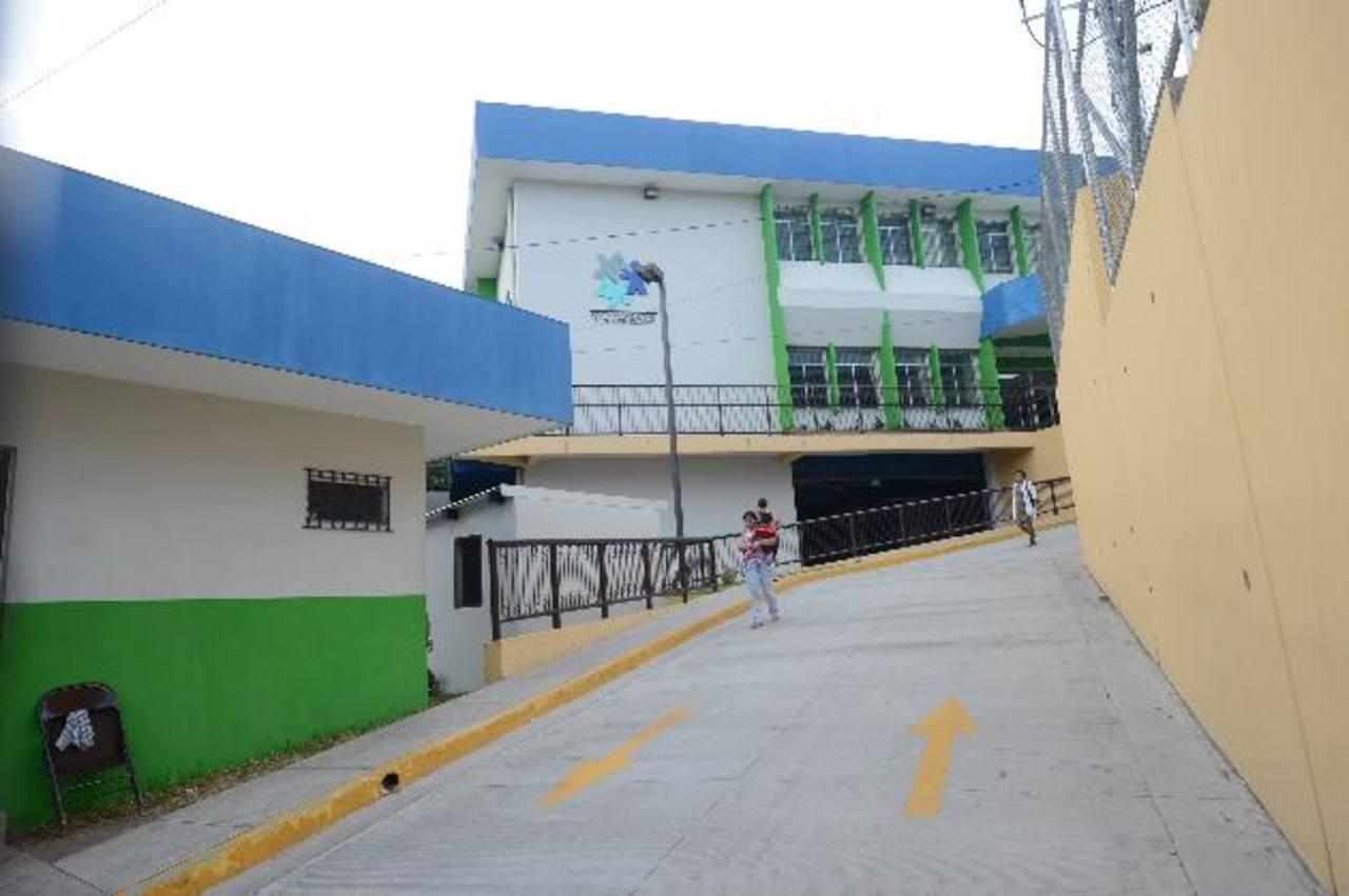Fachada del nueva edificio de la Consulta Externa del hospital de niños Benjamín Bloom, inaugurado en mayo de este año. Foto EDH /