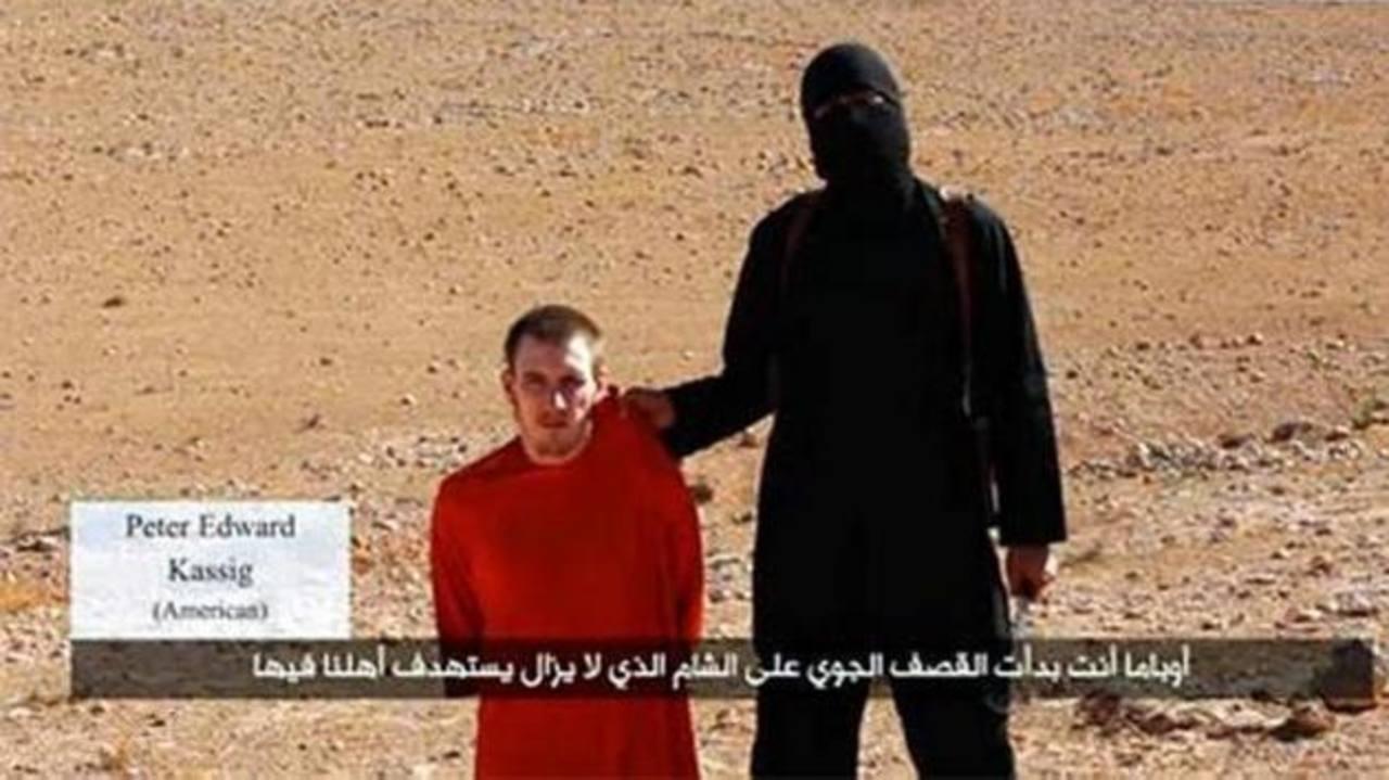 Captura del vídeo con el estadounidense Peter Kassig difundido por el grupo yihadista Estado Islámico. foto edh /internet