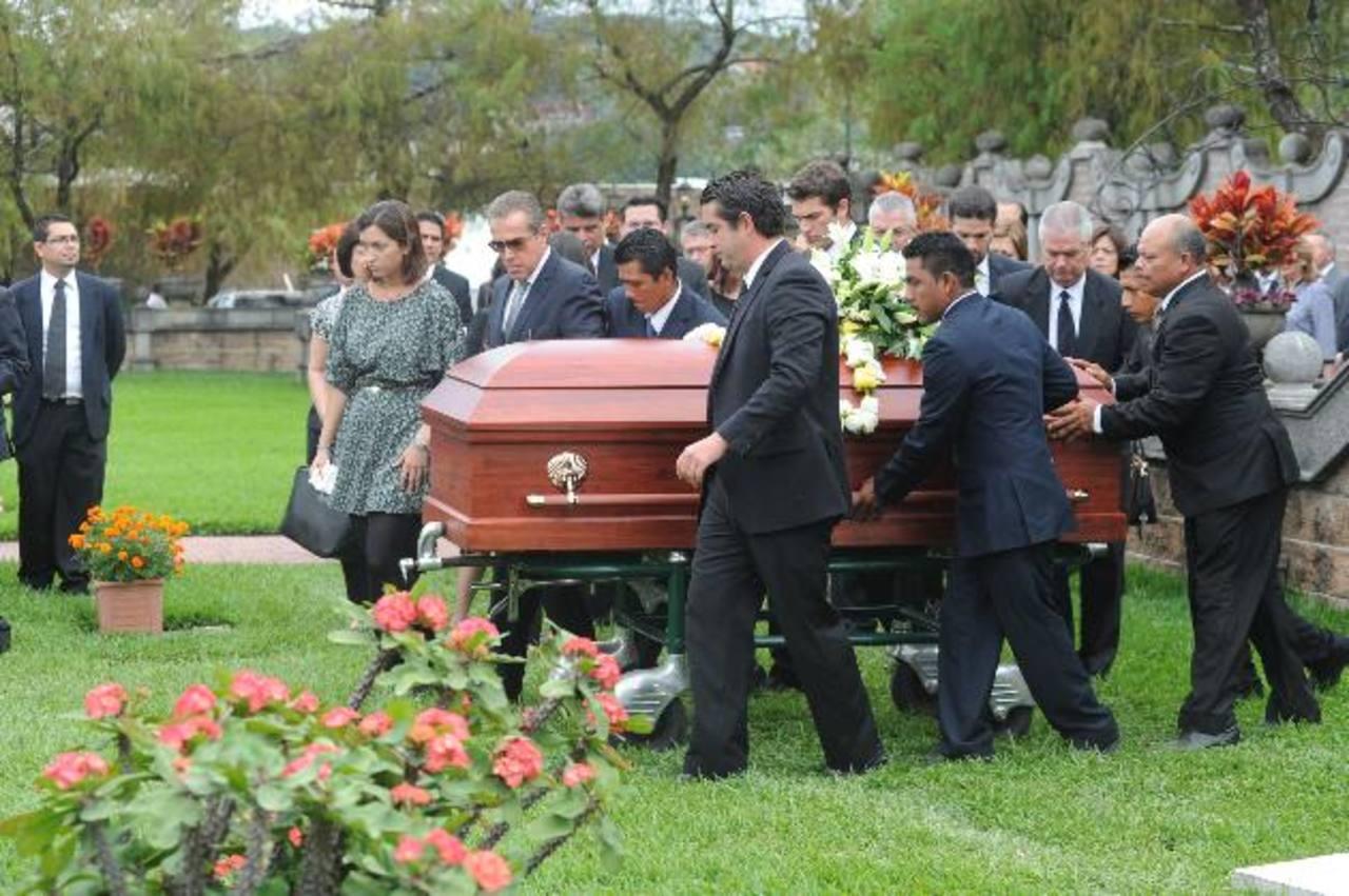 Familiares y amigos despiden a doña Anabela Dutriz de Morales