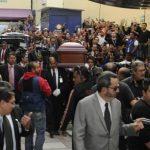 El féretro a su llegada a Televisa
