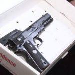 Así era la pistola de juguete que tenía la víctima. foto edh / cleveland.com