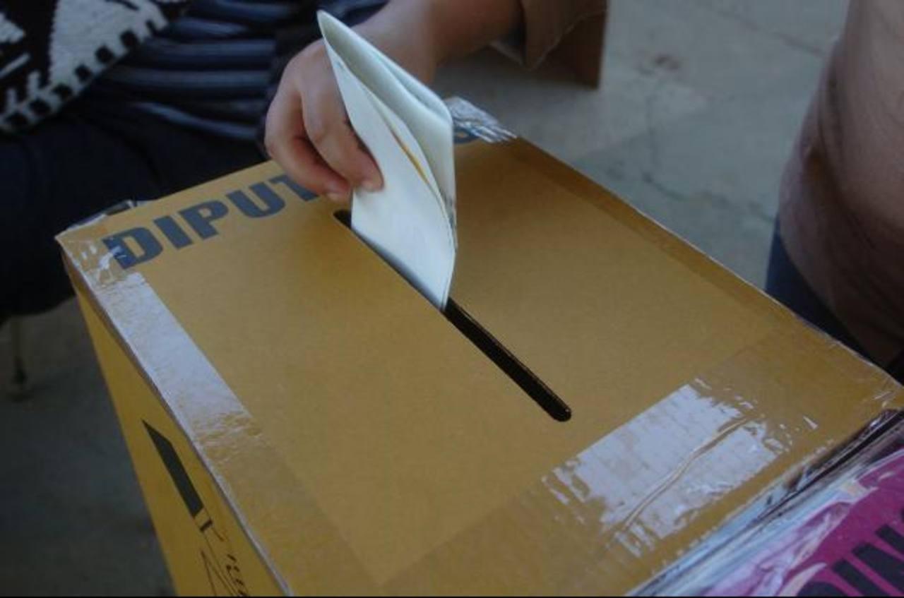 El voto cruzado deberá implementarse a partir de las elecciones de 2015, para lo cual la Asamblea Legislativa debe regular un nuevo mecanismo para su aplicación. Foto edh / archivo