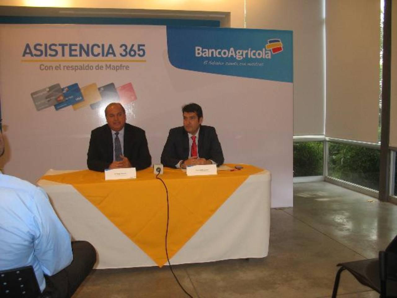 Representantes de Banco Agrícola presentaron nuevo servicio. Foto EDH / Cortesía