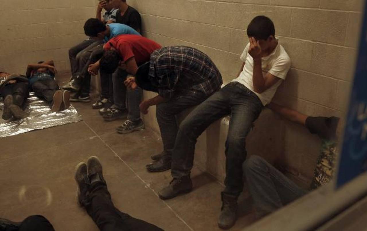 Varios menores fueron detenidos en julio dentro de una estación de la Patrulla Fronteriza de McAllen, Texas. foto edh /archivo