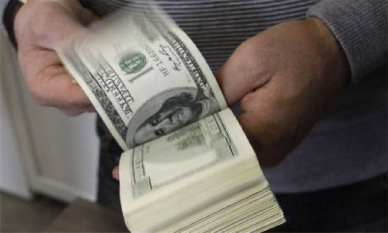Por deuda pública, cada salvadoreño debería pagar $2,330.31