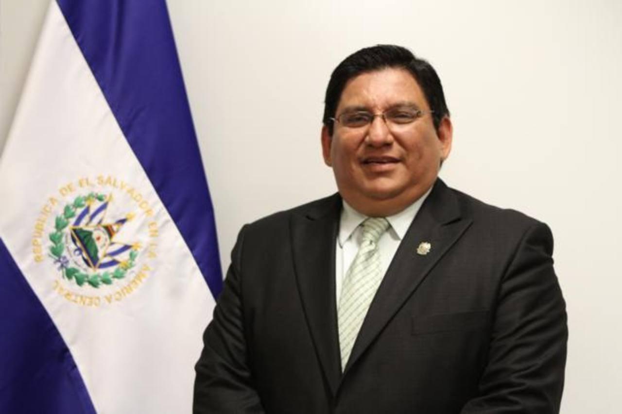 Era el cónsul general de El Salvador en Los Ángeles, California