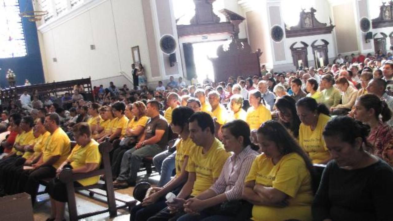 Cientos de feligreses y voluntarios parroquiales asistieron a la misa donde se anunció el inicio de la Trigésima Primera edición de la colecta. Foto EDH / Cortesía