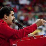 El presidente de Venezuela, Nicolás Maduro, durante el acto de clausura del Primer Congreso de Trabajadores de la clase obrera este lunes en Caracas. Venezuela atraviesa una crisis económica que se ha agudizado en los últimos meses. Foto edh /EFE
