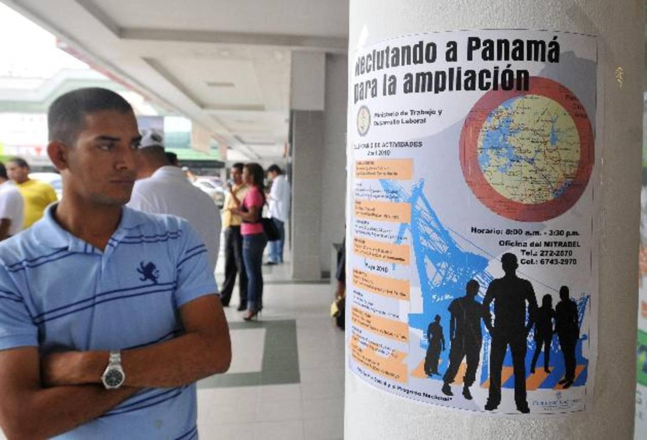 El sector de servicios en Panamá ofrece por ahora oportunidades a miles de inmigrantes, por ello pretenden capacitar a más panameños, para abrirles espacio en campo laboral. Foto EDH / archivo