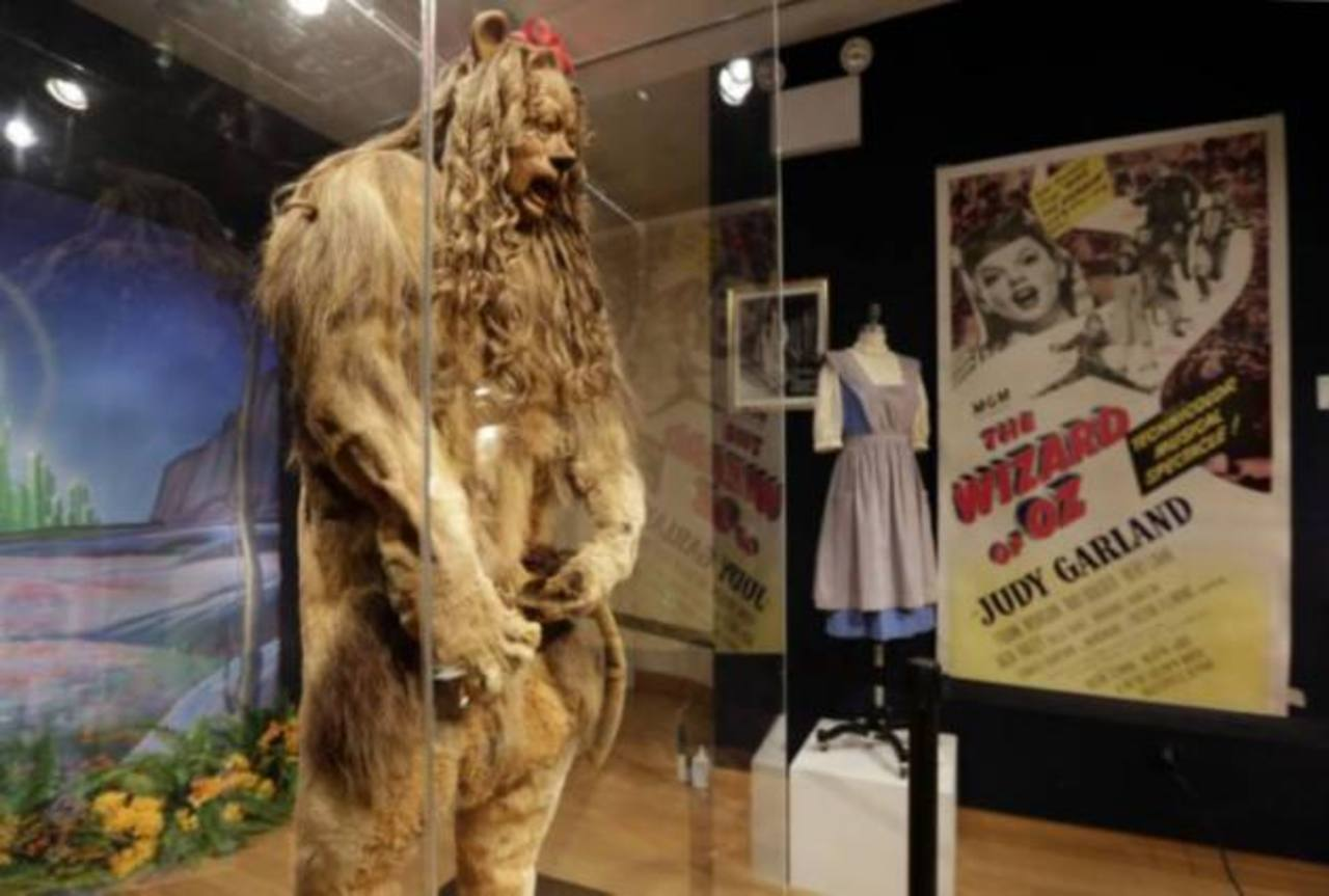 """Traje de león de """"Mago de Oz"""" se vende por $3 millones"""