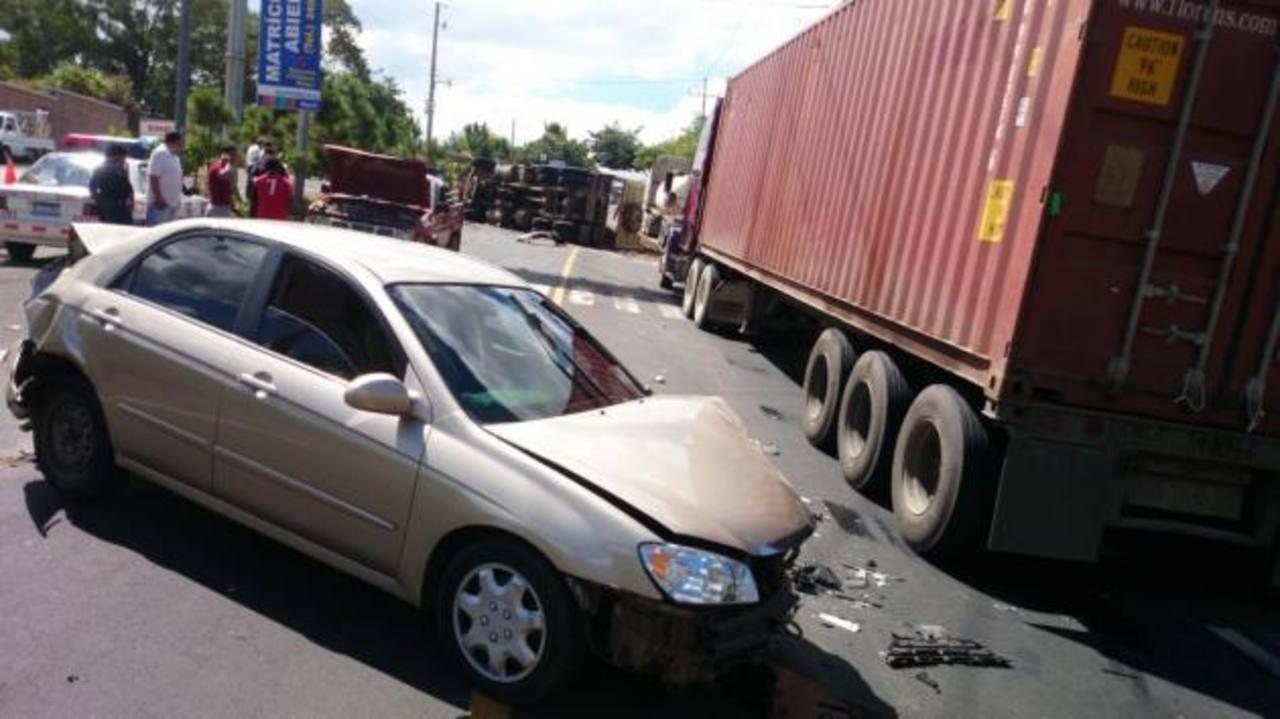 Triple accidente en Santa Ana.