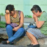 Familiares de Rómel Érick Miranda, quien fue asesinado en la colonia Escalón, al parecer por un robo. Foto EDH