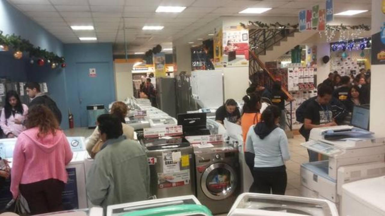 Salvadoreños buscan ofertas en el Black Friday