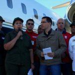 La ministra del Poder Popular para Relaciones Interiores, Justicia y Paz cartera, Carmen Meléndez (2i), y el vicepresidente de Venezuela, Jorge Arreaza (c), en el Aeropuerto Internacional Simón Bolívar en Maiquetia. foto edh / efe