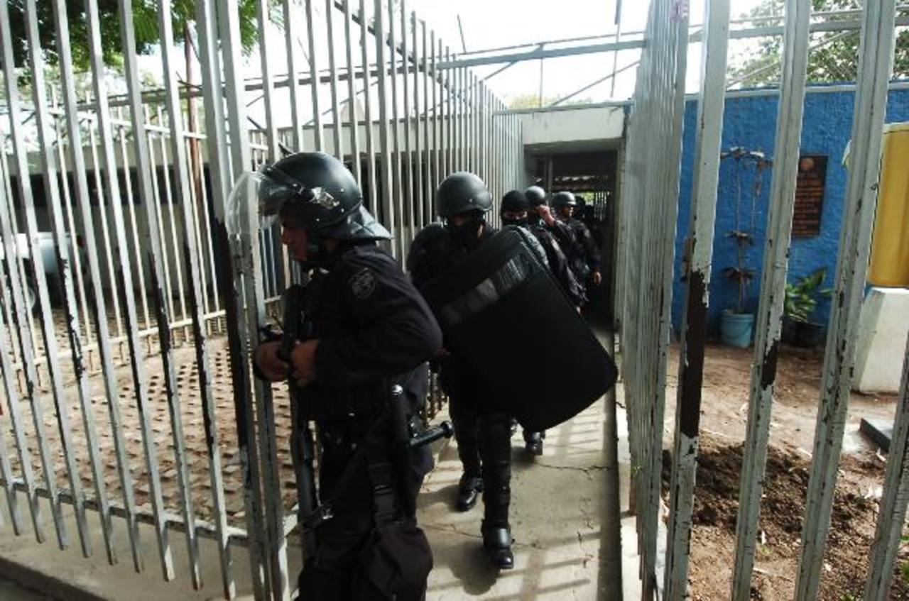Los reos del Penal de Chalatenango, también escondían porciones de marihuana.