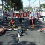 Ex guerrilleros protestan frente a oficinas de Alba