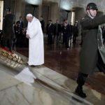 El papa visita sitios sagrados de Estambul