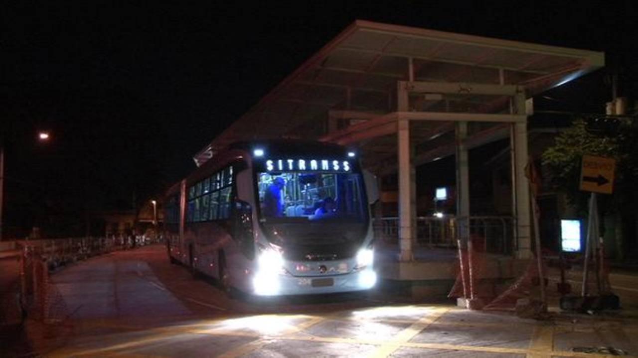 """Los autobuses del Sitramss circularon ayer para """"pruebas de calibración"""". Foto EDH"""