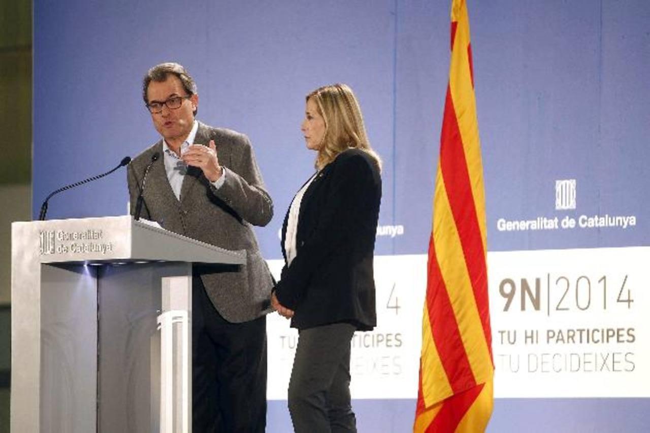 El presidente de Cataluña (d), Artur Mas, junto a la vicepresidenta, Joana Ortega.