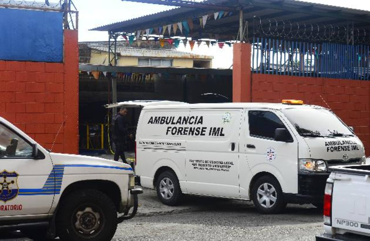 Rafael Meléndez y Francisco Menjívar, propietario y empleado de un taller, fueron asesinados ayer. FOTO EDH / RENÉ ESTRADA.