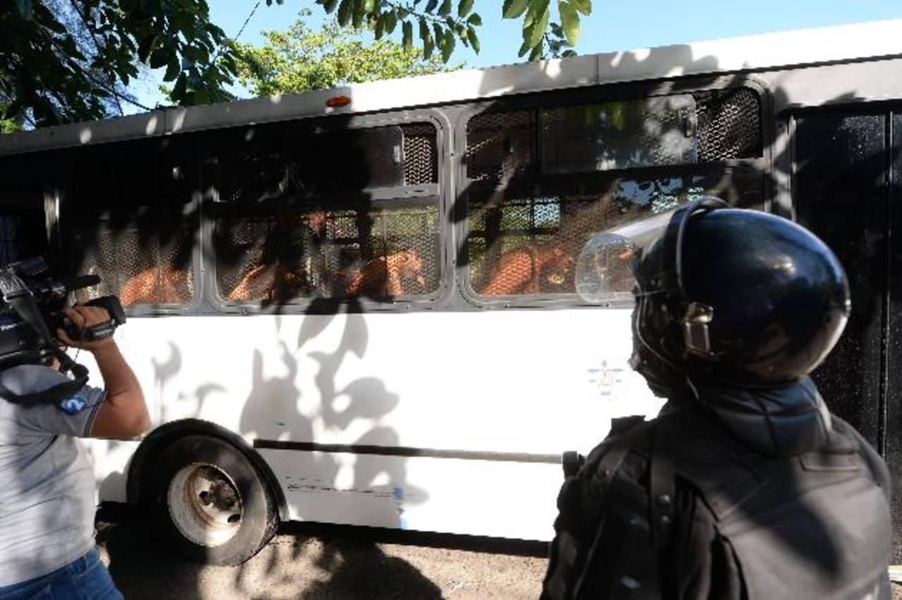 Los reos, en su mayoría pandilleros de la mara Salvatrucha, fueron trasladados hacia el penal de Chalatenango y al penal de Mujeres bajo custodia de la Policía Fotos EDH/ Jaime Anaya.