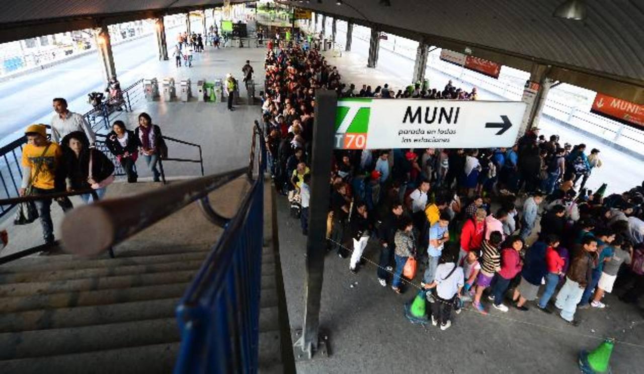 La estación central sur o de transferencia, está ubicada en la zona 12. A este corredor llegan a diario cerca de 210 mil usuarios. foto edh / ericka chávez