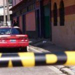 Un joven de 26 años fue asesinado mientras lavaba su vehículo frente a su casa en colonia San Juan, San Salvador.