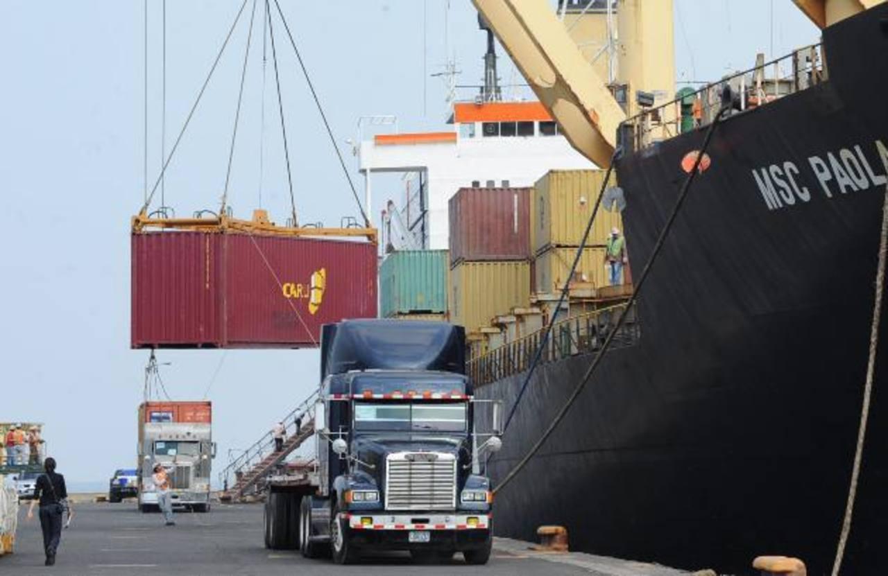 Las exportaciones no se encuentran en su mejor momento, pues han registrado un decrecimiento todo el año. foto edh/ Archivo