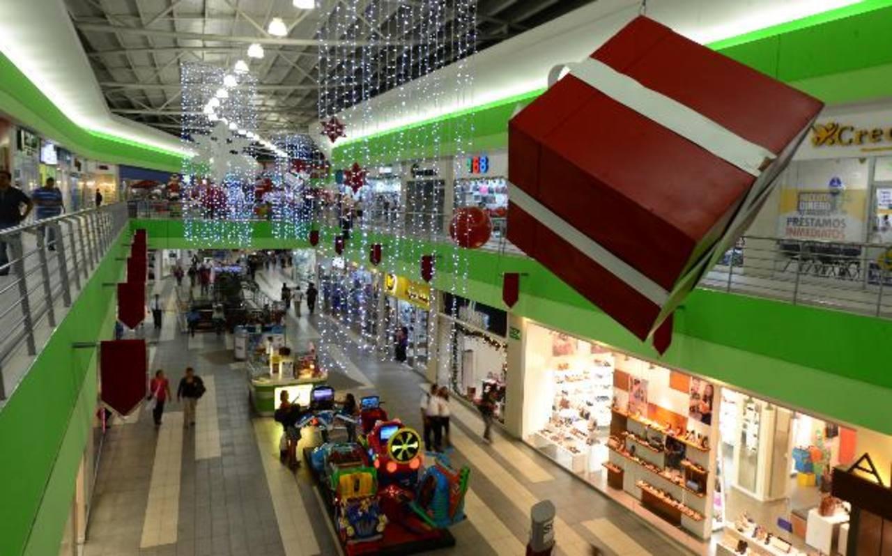 Todos los centros comerciales se preparan para recibir la temporada navideña. foto edh / Archivo