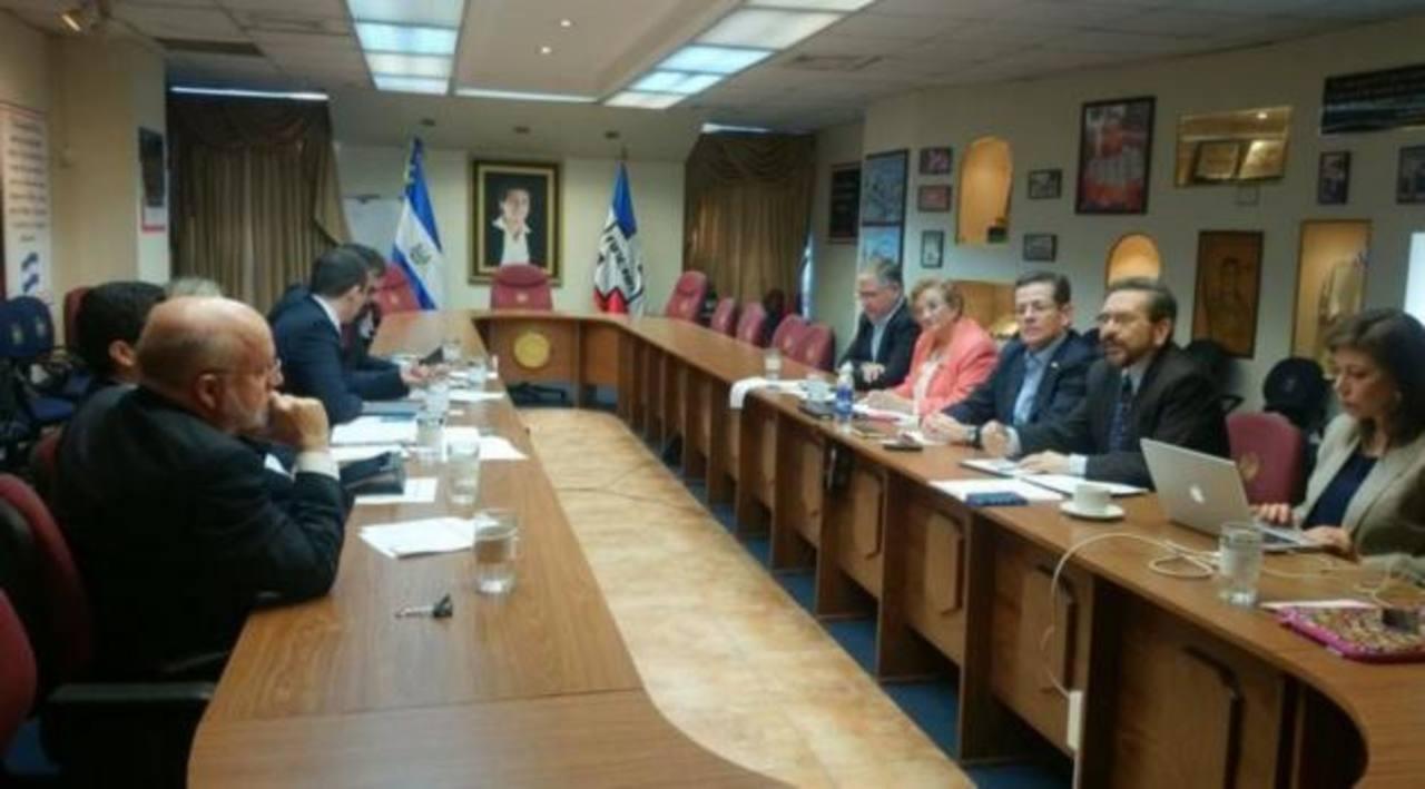 ARENA y BID se reúnen por Ley de Responsabilidad Fiscal
