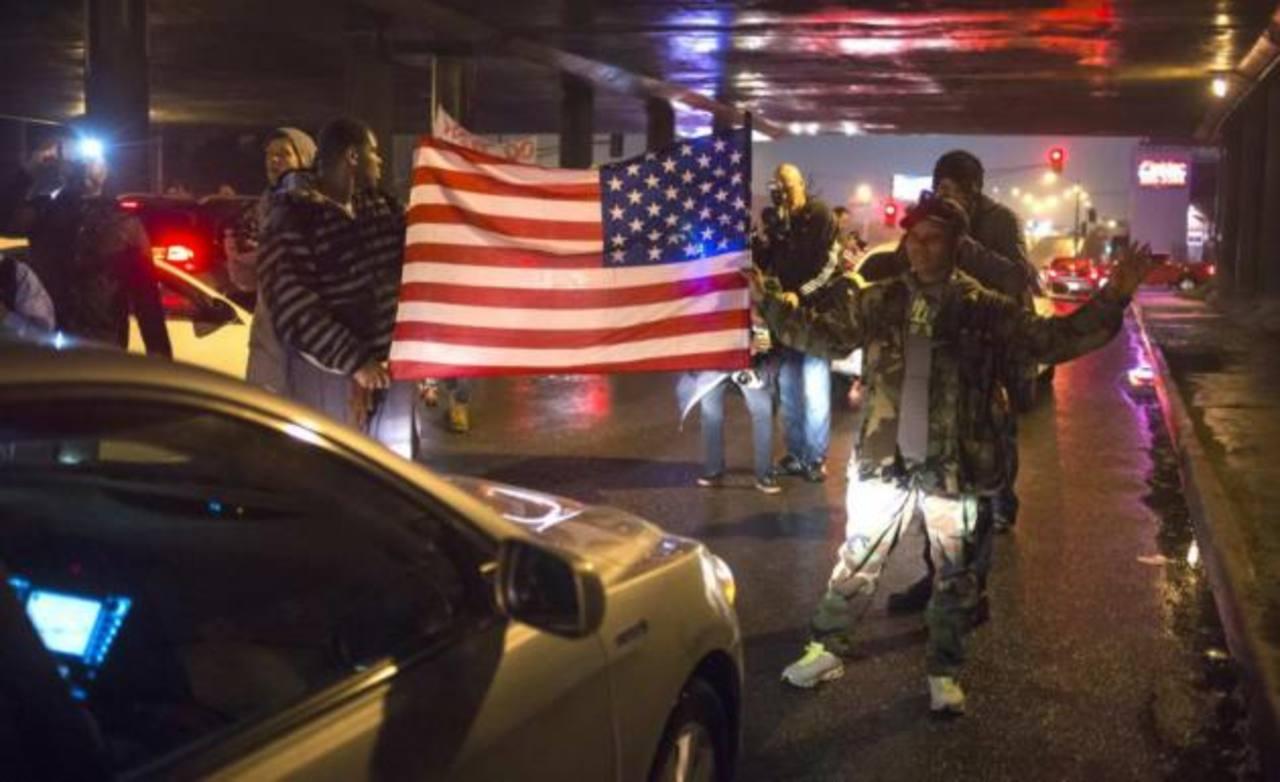 Policía de EE.UU. arresta a 61 personas por incidentes violentos en Misuri