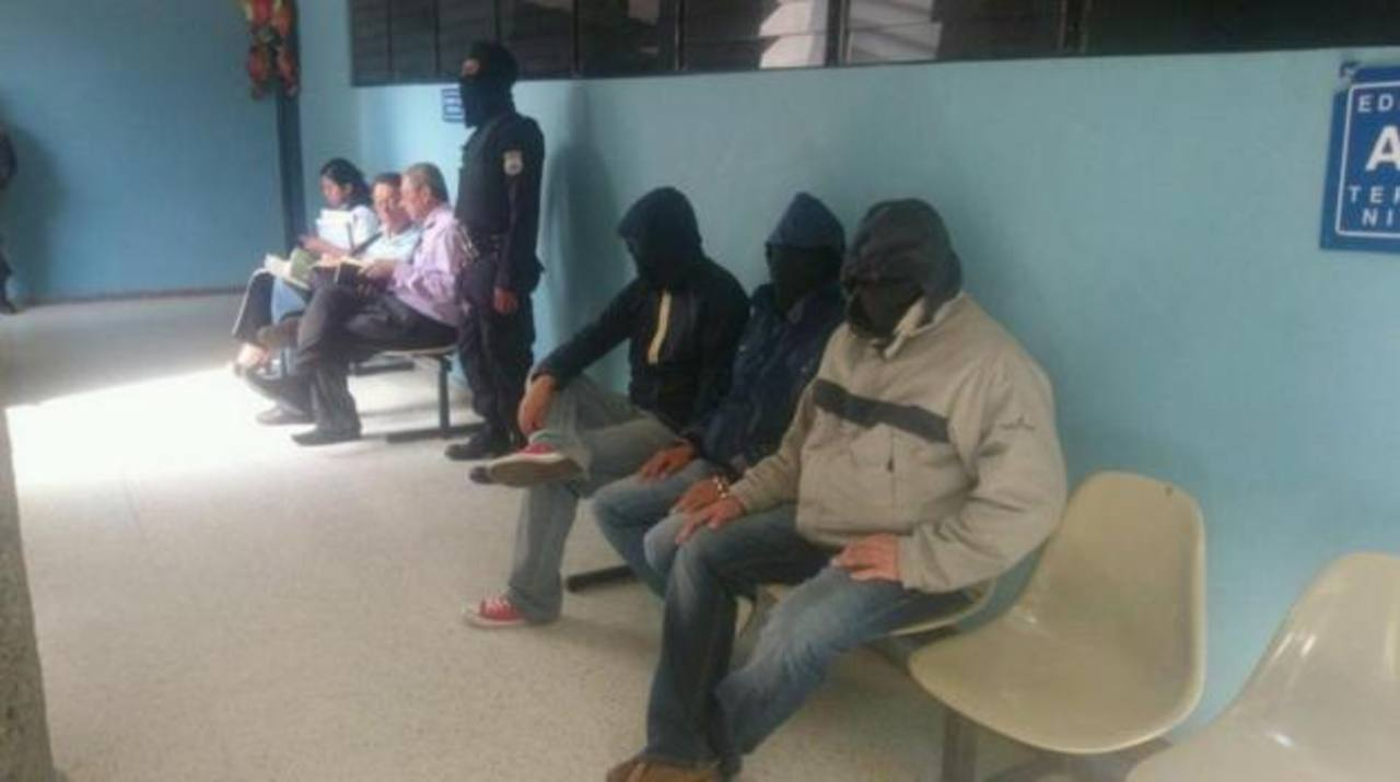 Audiencia inicial de los tres agentes policiales.