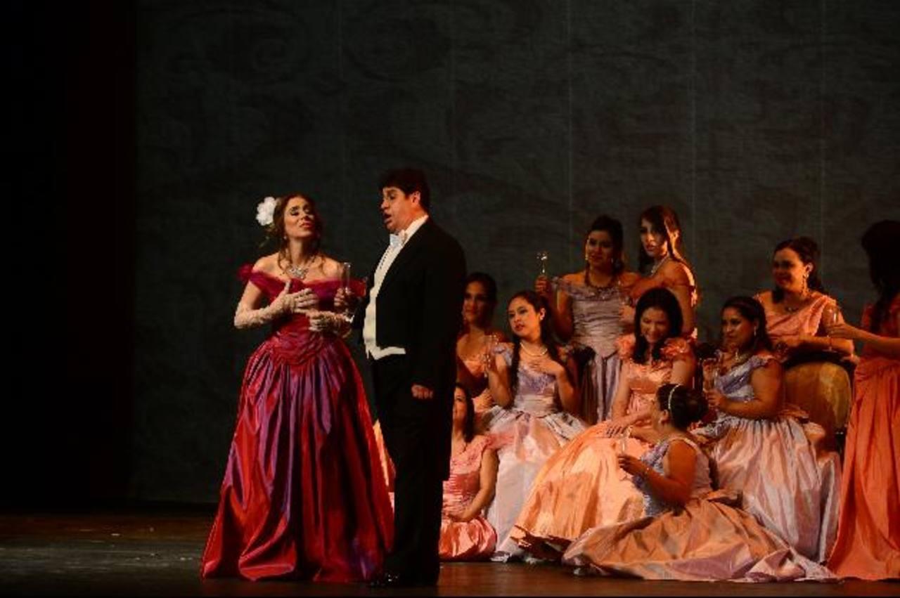 La obra está compuesta por tres actos y ambientada en París de mediados de 1800. Fotos EDH/Ericka Chávez