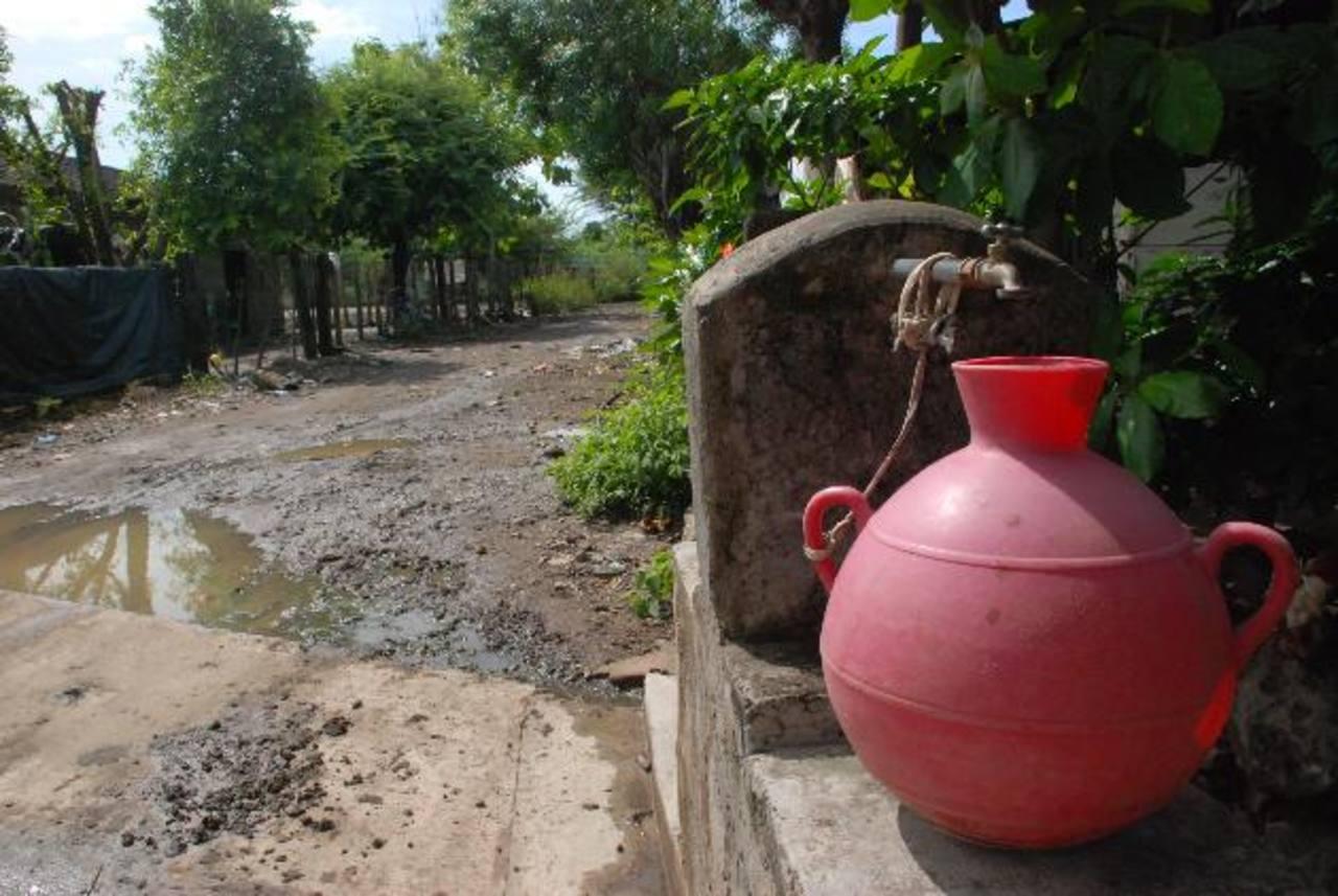 Los vecinos de las dos comunidades esperan que la comuna retome el proyecto, pero construyendo un nuevo pozo con la capacidad suficiente para abastecerlo. foto edh / insy mendoza.